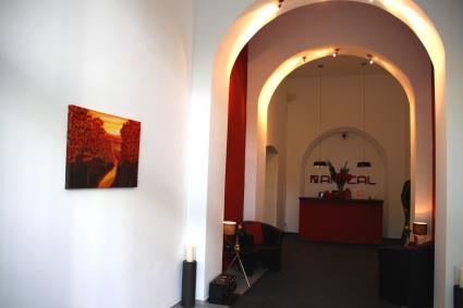 Glomp art kunst aus dem inneren klaus glomp zeigt einen for Amical hotel rauental wuppertal